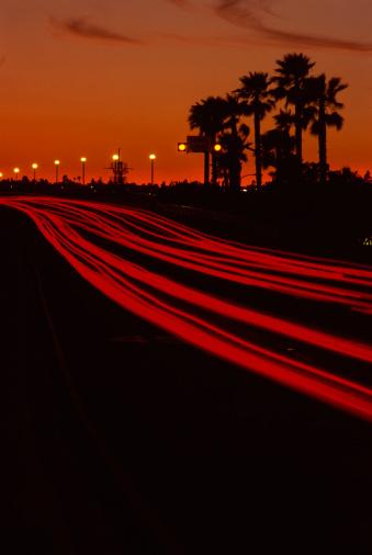 かえる「Blurred red lights of traffic」:スマホ壁紙(10)