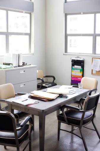 Effort「Empty untidy office」:スマホ壁紙(2)
