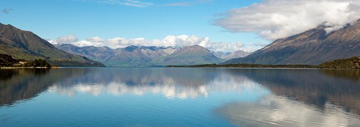 静かな情景「Mountains reflecting on Lake Wakatipu in early Spring.」:スマホ壁紙(3)