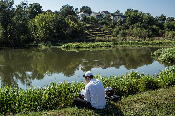 Grass Family「Thousands Of Hasidic Jews Gather For The Annual Rosh Hashanah Pilgrimage」:写真・画像(19)[壁紙.com]