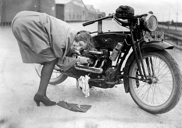 Mechanic「Bike Repairs」:写真・画像(7)[壁紙.com]