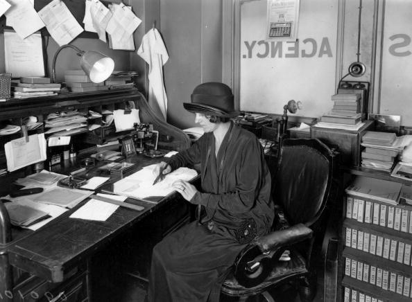 Writing「At The Desk」:写真・画像(17)[壁紙.com]