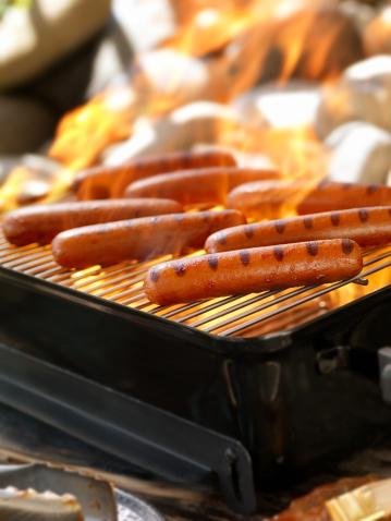 Cast Iron「Hotdogs on an Outdoor Grill」:スマホ壁紙(2)