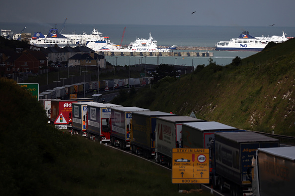 Waiting In Line「Operation Stack Brought In As French Strike Shuts Calais Port」:写真・画像(10)[壁紙.com]
