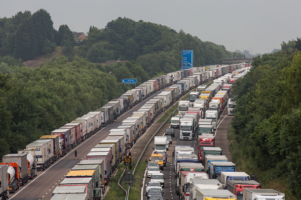Waiting In Line「Operation Stack Extends To Phase Four In Response To Ongoing Calais Strikes」:写真・画像(11)[壁紙.com]