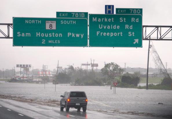 Hurricane Ike「Hurricane Ike Makes Landfall On Texas Coast」:写真・画像(4)[壁紙.com]