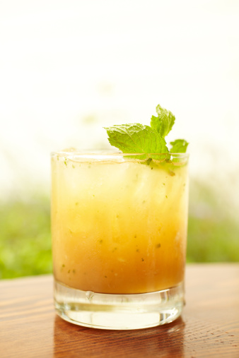 Ginger - Spice「Ginger peach whiskey cocktail with mint」:スマホ壁紙(13)