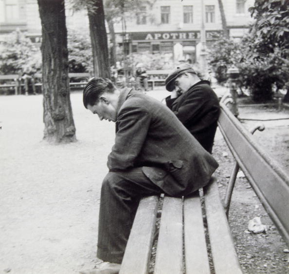 Bench「Sleeping men on a bench in the park. Vienna. Photograph. Around 1930」:写真・画像(1)[壁紙.com]