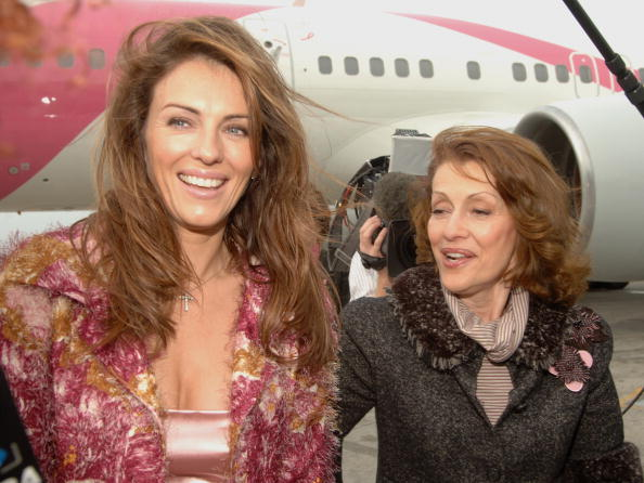 Kennedy Airport「Elizabeth Hurley And Evelyn Lauder Dedicate Song's Pink Plane」:写真・画像(19)[壁紙.com]