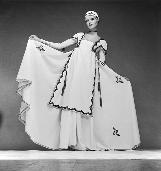 Long Dress「Twiggy In White」:写真・画像(13)[壁紙.com]