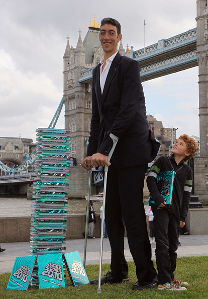 英国 ロンドン「The New Tallest Man In The World Visits London For The First Time」:写真・画像(17)[壁紙.com]