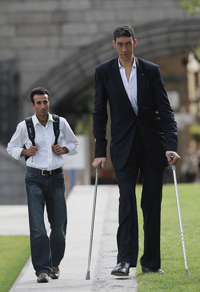 英国 ロンドン「The New Tallest Man In The World Visits London For The First Time」:写真・画像(10)[壁紙.com]