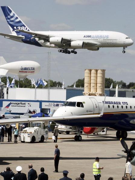 Bus「Paris Air Show At Le Bourget」:写真・画像(7)[壁紙.com]