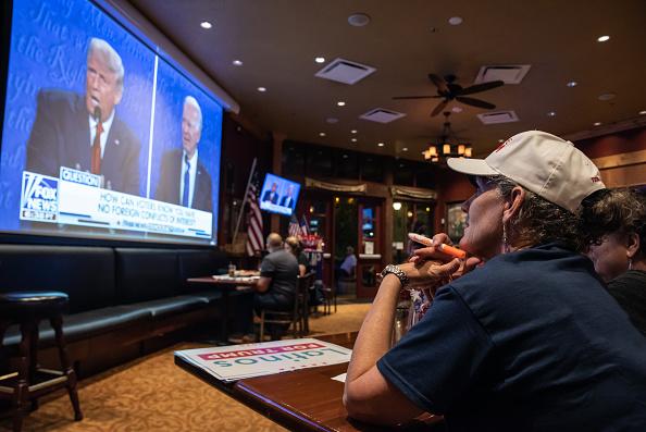 Southern USA「Americans Watch Final Presidential Debate Between Donald Trump And Joe Biden」:写真・画像(16)[壁紙.com]