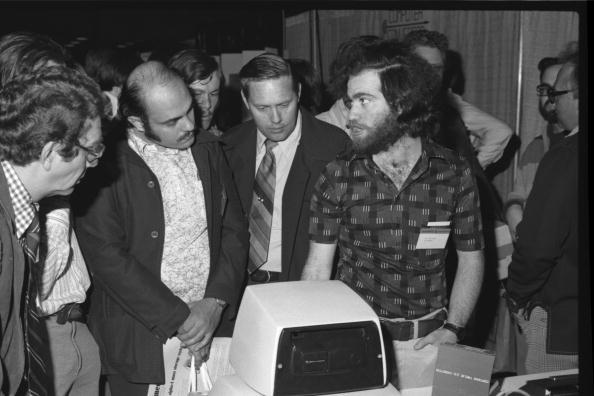 Computer Equipment「West Coast Computer Faire Attendees」:写真・画像(6)[壁紙.com]