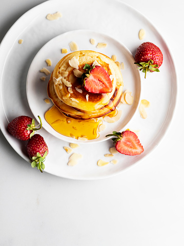 Eating「Stack of homemade pancakes for breakfast with berries,Pancakes with honey and Strawberry, Pancakes」:スマホ壁紙(5)