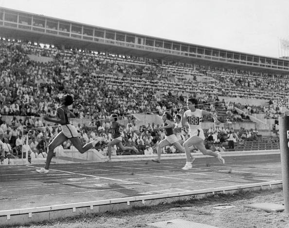100 Meter「Dorothy Hyman」:写真・画像(6)[壁紙.com]