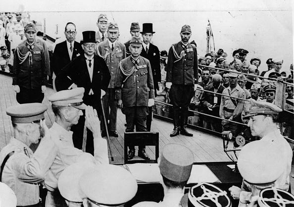 Surrendering「Japanese Surrender」:写真・画像(5)[壁紙.com]
