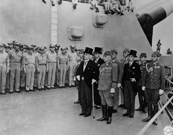 Surrendering「Japanese Surrender」:写真・画像(7)[壁紙.com]