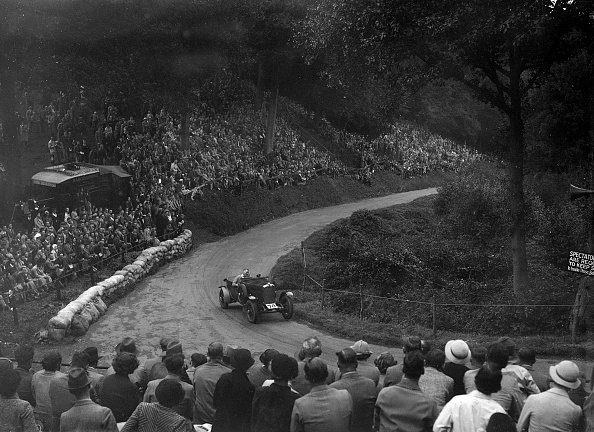 Race Car Driver「Alvis competing in the Shelsley Walsh Hillclimb, Worcestershire, 1935」:写真・画像(2)[壁紙.com]