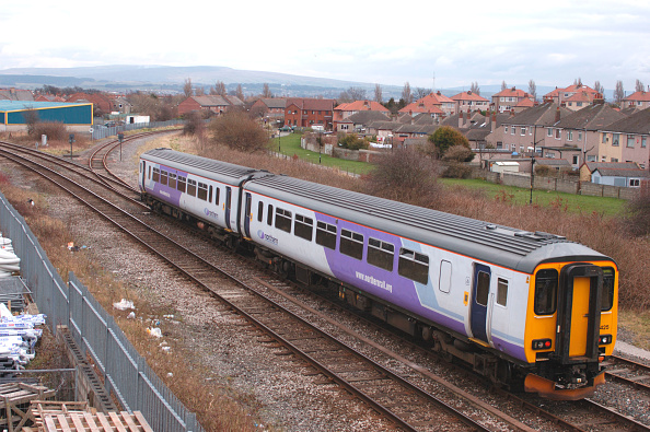 North「A Class 156 Sprinter DMU trainset」:写真・画像(2)[壁紙.com]