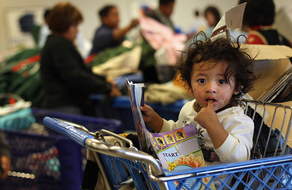 アメリカ合衆国「Low-Income Shoppers Crowd Thrift Stores On Black Friday」:写真・画像(14)[壁紙.com]