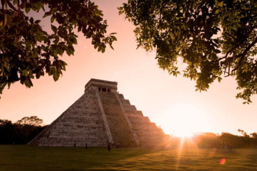 Latin American Civilizations「Mexico,Yucatan,Chichen Itza,El Castillo (Pyramid of Kuculcan),sunset」:スマホ壁紙(8)