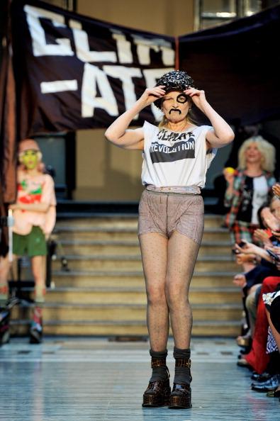 Graphic T-Shirt「LFW SS2013: Vivienne Westwood Red Label Catwalk」:写真・画像(3)[壁紙.com]