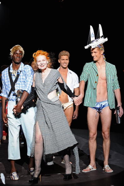 Gratitude「Vivienne Westwood: Milan Fashion Week Menswear S/S 2011」:写真・画像(2)[壁紙.com]