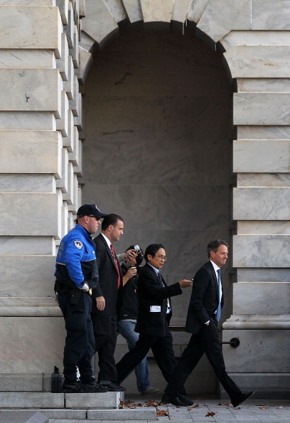 Alex Wong「Treasury Secretary Timothy Geithner Meets With Lawmakers On Capitol Hill To Discuss Fiscal Cliff」:写真・画像(18)[壁紙.com]