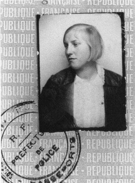 Parent「Marie Therese Marie-Therese Walter was the companion of PabloPicasso between 1927 and 1936 and give birth to Maya - she was PabloPicasso's mistress and mother of Maya - photo identity card identity card passport photo」:写真・画像(17)[壁紙.com]