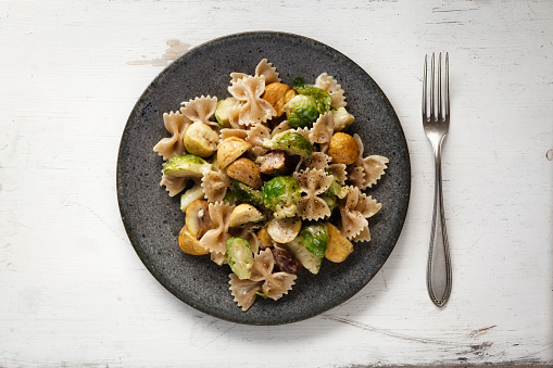 Chestnut - Food「Dish of Brussels sprouts with sweet chestnuts and whole-grain noodles」:スマホ壁紙(16)