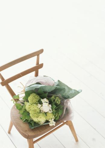 ブーケ「Bouquet on chair」:スマホ壁紙(18)
