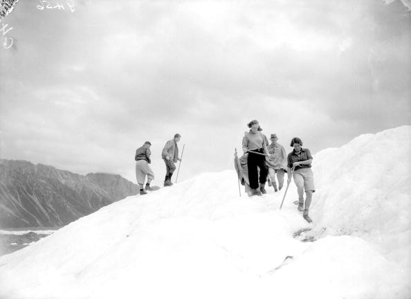 タスマン氷河「Climbing Party」:写真・画像(1)[壁紙.com]