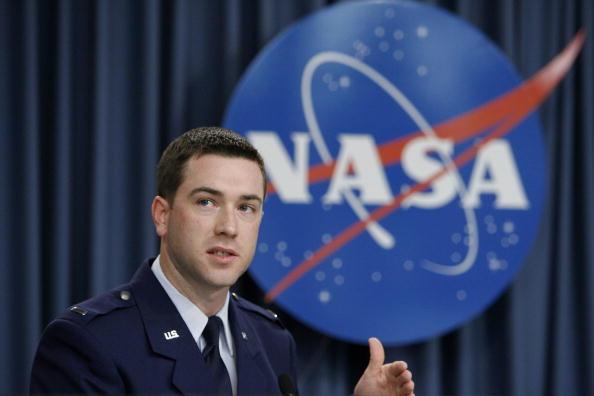 コスモス「NASA Counts Down To Launch Of Space Shuttle Atlantis」:写真・画像(16)[壁紙.com]