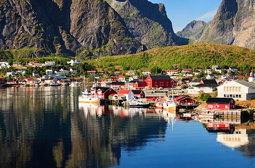 Steep「Reine, picturesque Norwegian fishing village in Lofoten Islands」:スマホ壁紙(17)