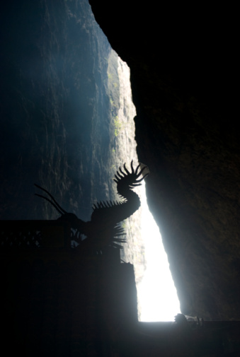 Dragon「China, Yandang Mountains, silhouette of statue in temple」:スマホ壁紙(7)