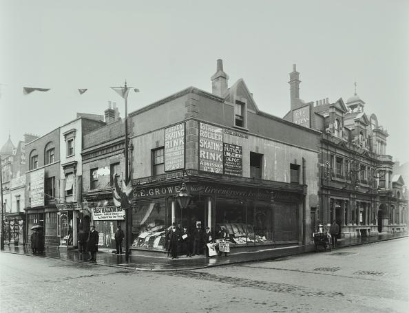 Ice Rink「Shops And Sign To Putney Roller Skating Rink, Putney Bridge Road, London, 1911」:写真・画像(10)[壁紙.com]