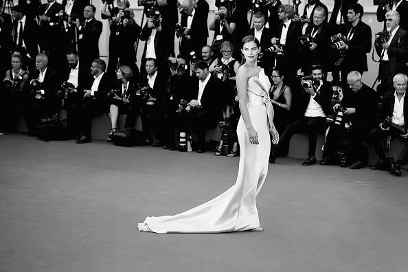 ちりめん生地「First Man Premiere, Opening Ceremony And Lifetime Achievement Award To Vanessa Redgrave Red Carpet Arrivals - 75th Venice Film Festival」:写真・画像(13)[壁紙.com]