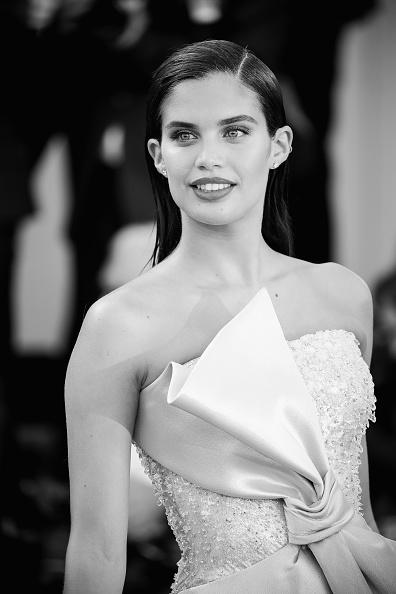 ちりめん生地「First Man Premiere, Opening Ceremony And Lifetime Achievement Award To Vanessa Redgrave Red Carpet Arrivals - 75th Venice Film Festival」:写真・画像(14)[壁紙.com]