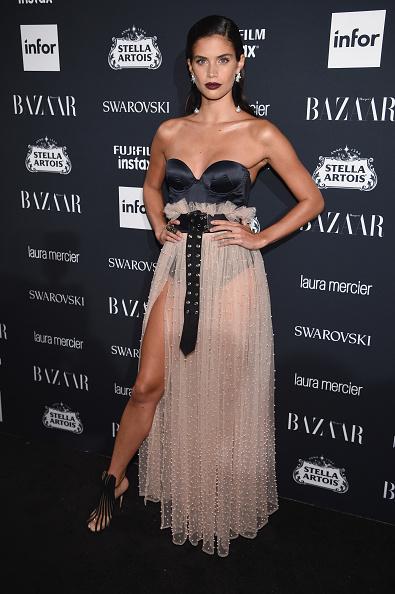 スワロフスキー「Harper's BAZAAR Celebrates 'ICONS By Carine Roitfeld' At The Plaza Hotel Presented By Infor, Laura Mercier, Stella Artois, FUJIFILM And SWAROVSKI - Red Carpet」:写真・画像(2)[壁紙.com]