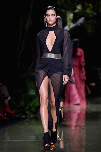 既製服「Balmain : Runway - Paris Fashion Week Womenswear Spring/Summer 2017」:写真・画像(15)[壁紙.com]