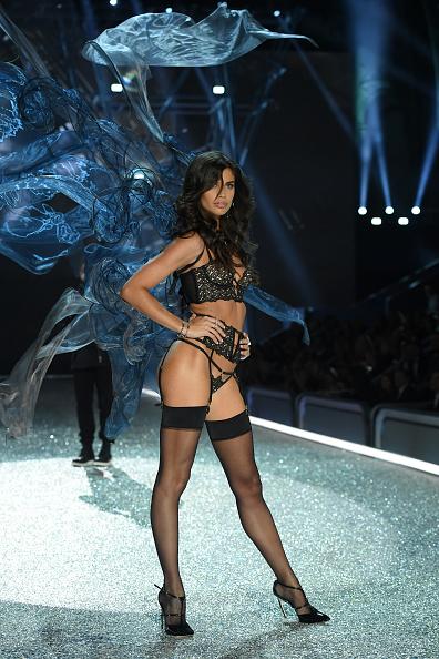 ヴィクトリアズ・シークレット「2016 Victoria's Secret Fashion Show in Paris - Show」:写真・画像(16)[壁紙.com]