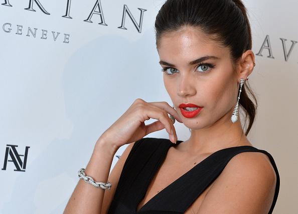 映画祭「Sara Sampaio Visits The Avakian Suite During The 68th Annual Cannes Film Festival」:写真・画像(11)[壁紙.com]