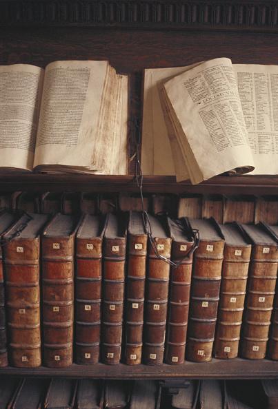 Antique「Chained Cambridge Library」:写真・画像(18)[壁紙.com]