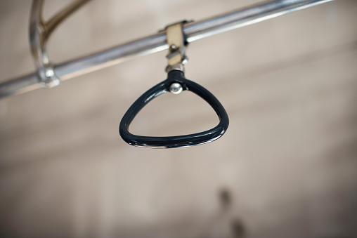 鉄道・列車「Hanging strap in Metro」:スマホ壁紙(19)