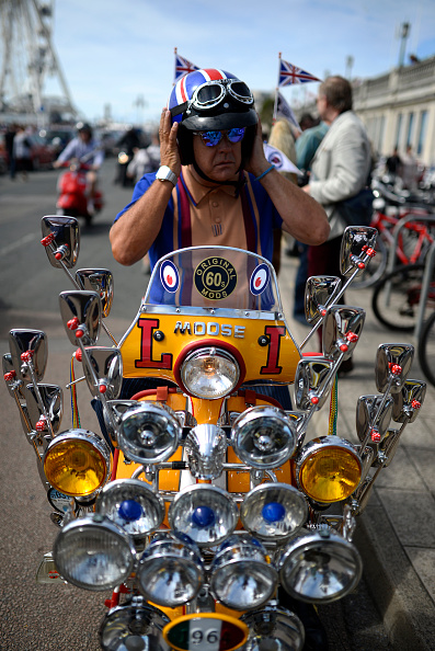 Alan Crowhurst「Scooters Gather For The Brighton Mod Weekender」:写真・画像(5)[壁紙.com]