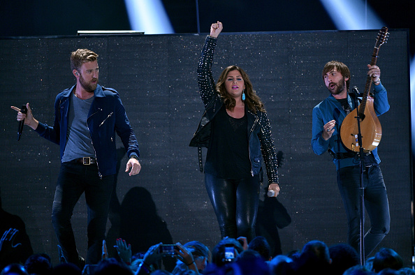 Kelly public「2015 CMT Music Awards - Show」:写真・画像(9)[壁紙.com]