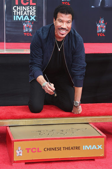 Hand「Lionel Richie Hand And Footprint Ceremony」:写真・画像(12)[壁紙.com]