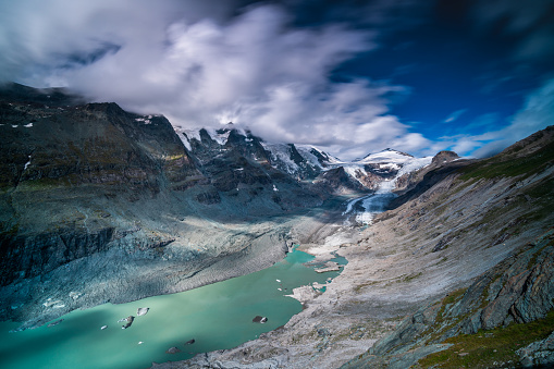 European Alps「glacier with lagoon and pasterze in austrian mountains showing effects of climate change」:スマホ壁紙(10)